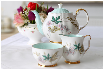 Lieschen und Ruth Vintage Teekannen leihen oder mieten